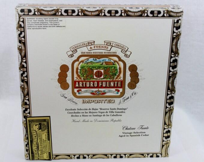 Vintage Arturo Fuene, Wooden Cigar box, Imported from Dominigo Republic