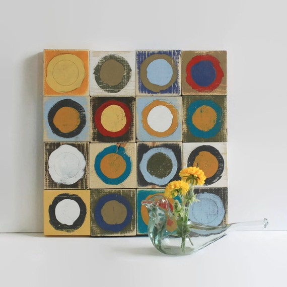 colorful wall art // distressed wood wall decor // painted wood circles // distressed wall decor // primary colors wood wall art