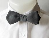 Mens Diamond point  bowtie - Charlcoal gray linen - self tie - freestyle