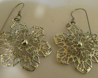 Vintage Silver tone flower  snowflake pierced earrings Vintage Marcella