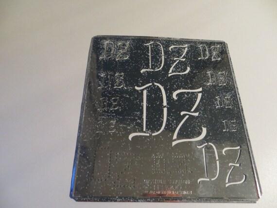 Monogram Stencil dz / zd