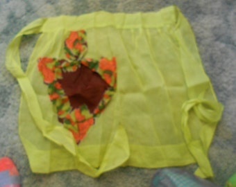 Vintage 1960's Apron-Spring Yellow With Leaf Design-A4