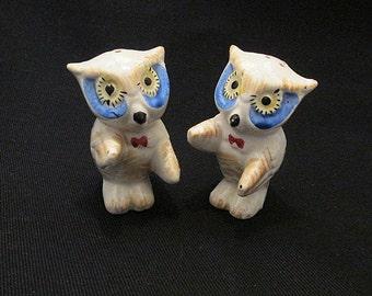 Owl salt and pepper shakers c1930s huggers kissers vintage kitchenware