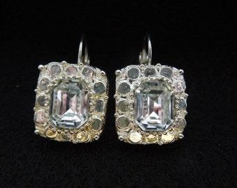 Vintage Rhinestone Earrings.  Hook Type for Pierced Ears.  Gold Tone with Large Brown Rhinestone.