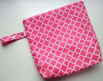 Wet /Dry Bag with Snap Handle - Waterproof Zipper Bag in Hot Pink Quatrefoil