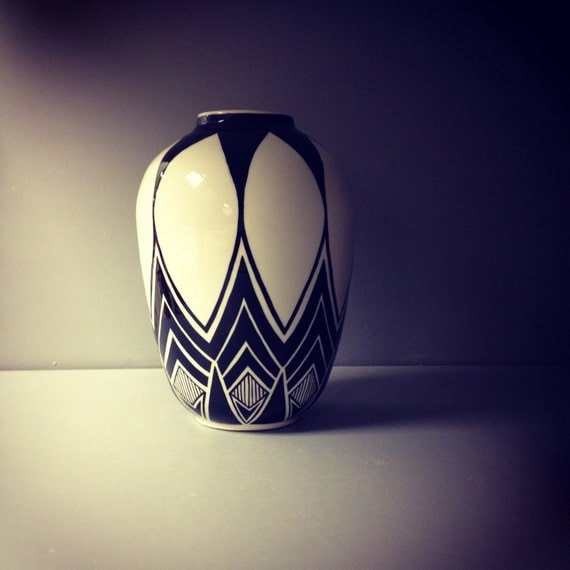 Black and white geometric pot