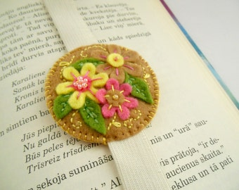Felt elastic bookmark in tan yellow pink Embroidered bookmark with flowers Bookmark with elastic Floral bookmark Handmade bookmark