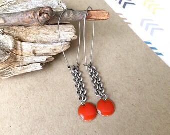 circle charm earrings, dark orange silver earrings, persimmon, silver chain earrings, mod style, minimalist earrings, silver dark orange