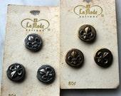 Vintage Fleur de Lis buttons 3  buttons silvertone & 3 buttons goldtone -1960's excellent unused condition. La Mode button card- metal loop