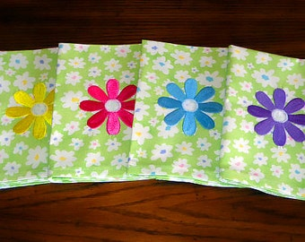 Cloth Dinner Napkins with EMBROIDERED DAISIES