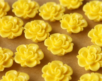 10 pc. Yellow Flower Cabochons 19mm | RES-472
