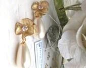Tear drop champagne ivory Swarovski 15mm pearls set on matte gold rhodiam plated cz fower fitments