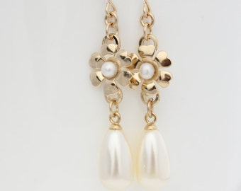Bridal pearl earrings - Gold flower and pearl drop earrings set with a white pearl, wedding jewelry
