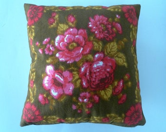 Funky 1970s Pink Pillow - Roses, Kitsch Vintage Scandinavian Cushion Cover