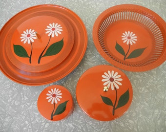 Daisy Red Party Serving Set