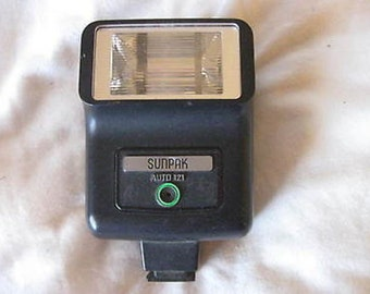 Sunpak Auto 121 Electronic Flash Unit C8-22