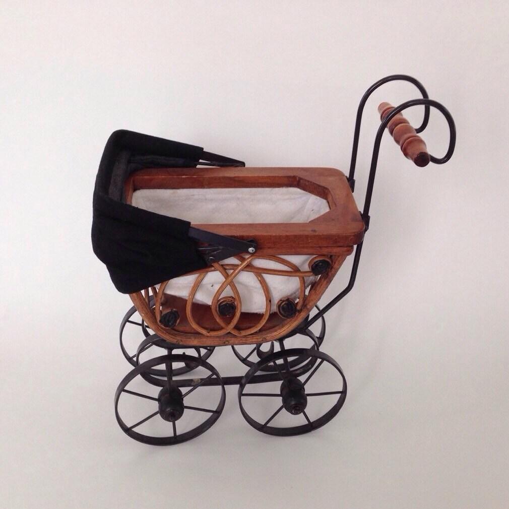 landau de poup e de jouet b b vintage osier metal hotte. Black Bedroom Furniture Sets. Home Design Ideas