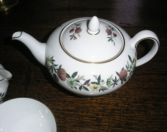 Vintage Wedgewood china teapot milk jug & sugar bowl Summer Garland floral