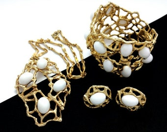 Vintage Napier White Lucite Modernist Necklace, Bracelet & Earrings Set Parure
