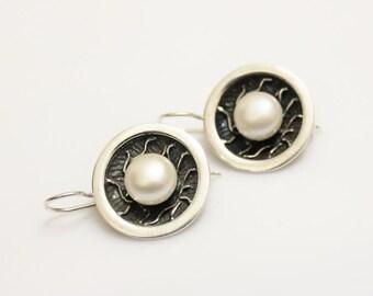 Vintage sterling silver fresh water pearl stud earrings