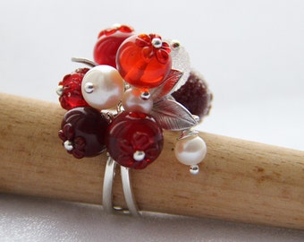 Glass lampwork cranberry beaded silver ring with silver color leaves and natural perls