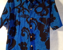 Duke Kahanamoku An Hawaiian Original Blue and Black Hibiscus Flowers Size Small Mens Short Sleeve Button up Shirt