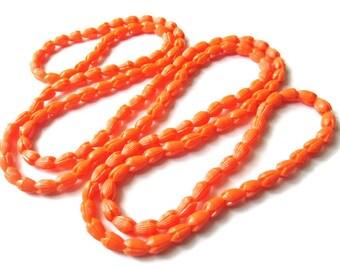 VINTAGE Carved Orange Lucite Older Plastic Tulip Bead Necklace