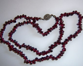 Vintage Deep Red Stone Chip Necklace With Box Clasp.
