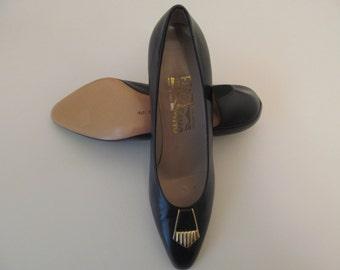 Vintage Salvatore Ferragamo Navy Blue High Heels Pumps New Condition Size 8 AA
