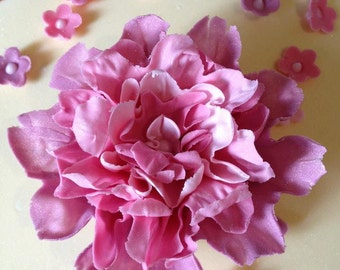 "Large ""Marina"" style edible blossom style sugarpaste flower, for cake decoration."