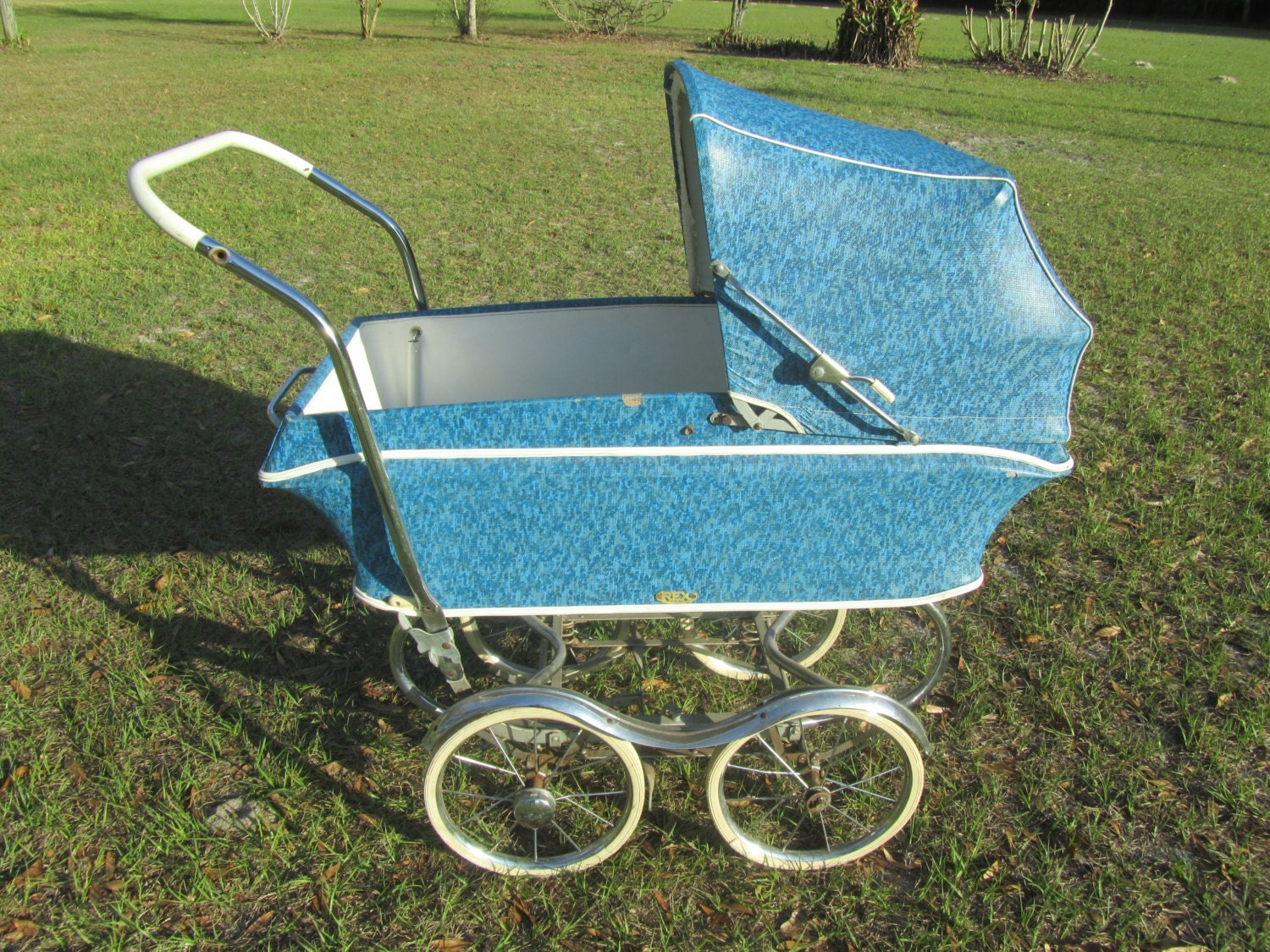mid century baby carriage baby buggy photo prop blue. Black Bedroom Furniture Sets. Home Design Ideas