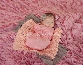 Newborn chunky knit mini blanket