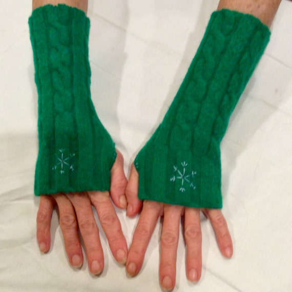 Upcycled Kelly Green Wool Cabled Fingerless Gloves with Snowflake Embroidery Fingerless Mittens Arm Warmers Repurposed Recycled
