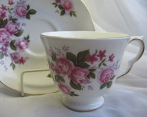 QUEEN ANNE Bone China Tea Cup & Saucer Set England PINK Rose Floral Violets Elegant 8575 Vintage
