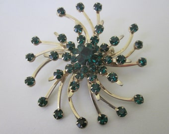 Vintage Brooch, Emerald Green Crystals. 1950's Beautiful Starburst.