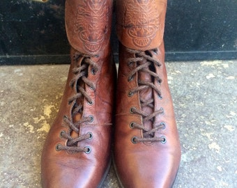 Brown Marbled Leather Lace Up Boots with Engraved Snap on Ankle Straps sz 8M
