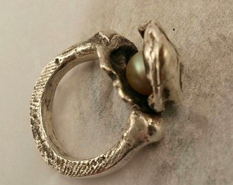 """Cast Sterling and Pearl """"Oyster"""" Ring, Size 7.5"""