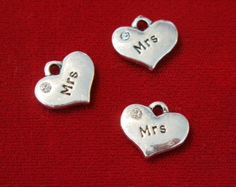 """5pc """"Mrs"""" charms in antique silver style (BC511)"""