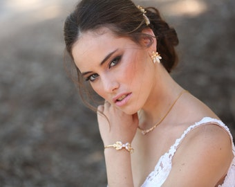 Bridal jewelry set, gold bridal earrings and bracelet