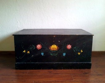Vintage tole painted trunk/chest