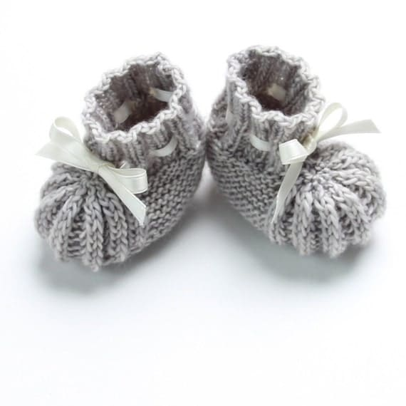 Knitting Patterns Single Point Needles : How to knit baby booties with straight single point needles