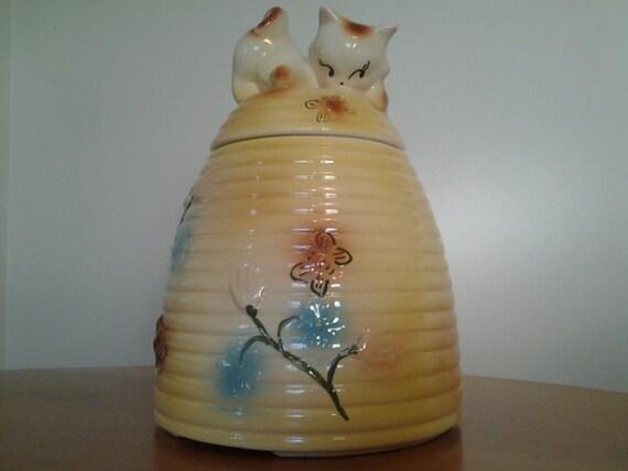 American bisque kitten on a beehive cookie jar - Beehive cookie jar ...