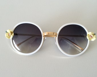 Round vintage sunglasses with roses