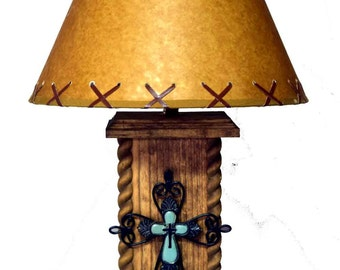 "18"" USB Western Cross Lamp with Power Center"