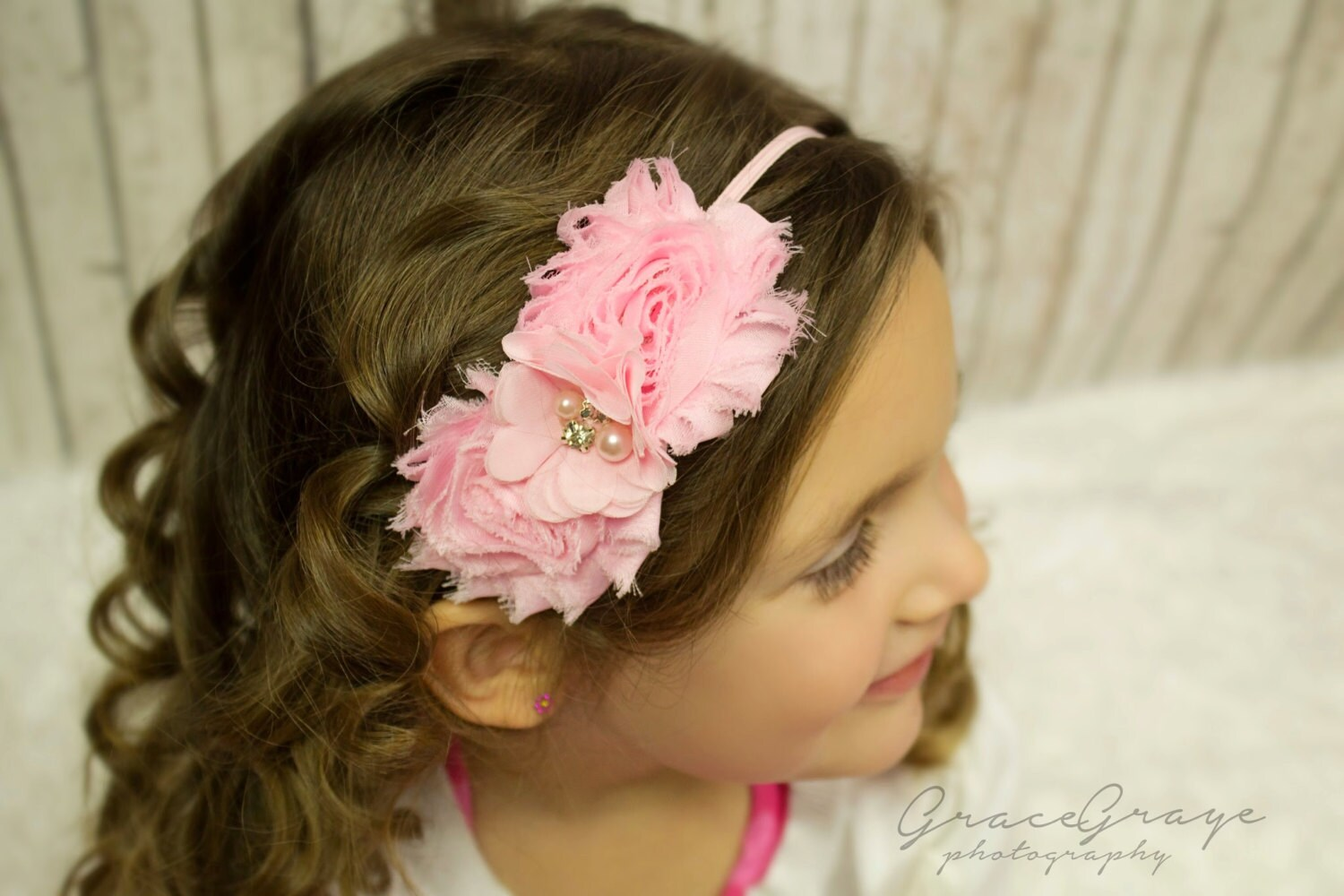 Cute baby headbands with bows are very fashionable for newborn baby girls today, and come in many different styles and materials. These stretchy headbands for babies are made with soft, flexible ribbon or cotton for ultimate comfort, depending on the particular style.