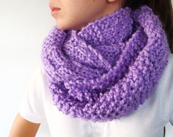 Hand knit cowl scarf in lilac. Cowl neck scarf. Infinity loop scarf. Women's knitted scarf. Gift idea for her