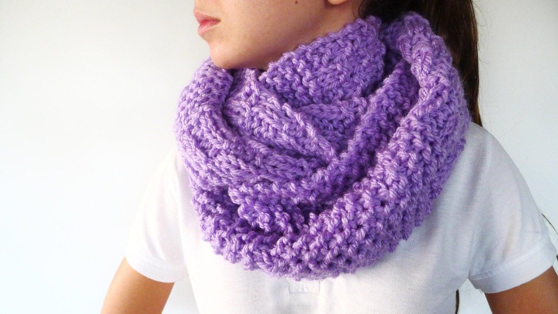 Bufanda circular hecha a mano. Cuellos de lana dos agujas. Cuellos tejidos para invierno. 🔎Ampliar