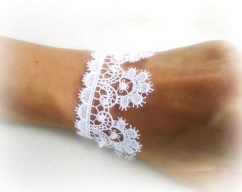 White lace bracelet, embroidered lace bracelet, wedding lace bracelet, bridesmaid bracelet, bridal  bracelet, lace jewelry, made in Italy