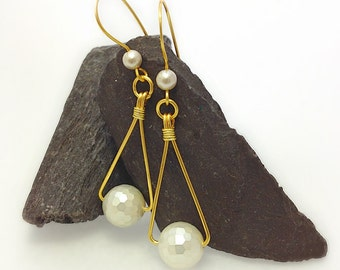 Pearl Dangle Earrings, Shell Pearl Drop Earrings, June Birthstone Earrings, White Pearl Earrings, Dangle Earrings, Earrings UK