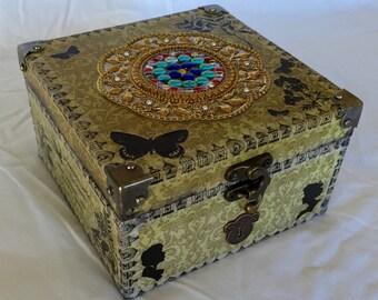Trinket / keepsake box